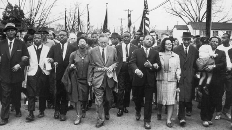 Cómo las protestas no violentas derrotan la injusticia?