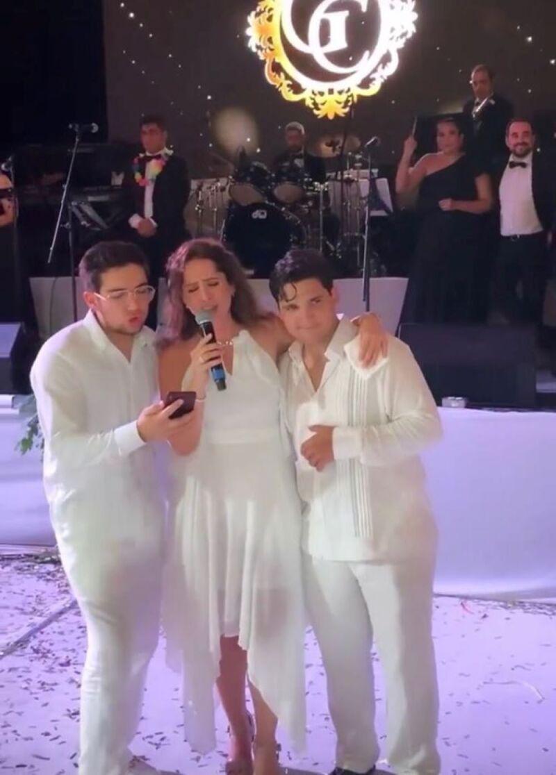 Felipe Calderón en bodas de oro de papás de Mouriño 5.jpg