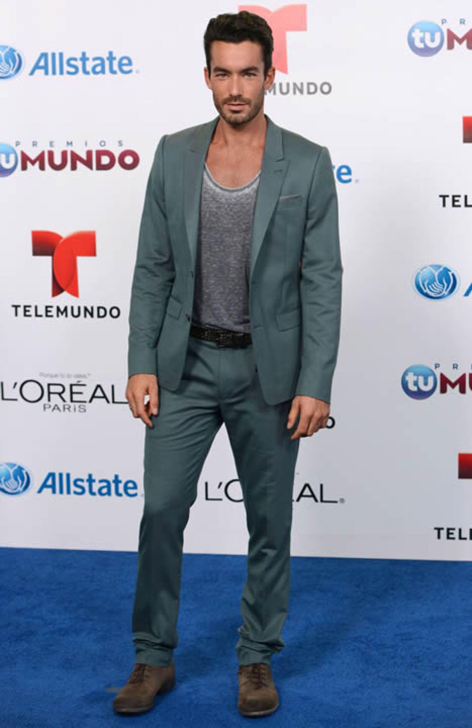 Aarón Díaz es uno de los hombres mexicanos más atractivos, además de poseer un rostro casi perfecto, profesa gran culto a su cuerpo. Actualmente espera a su segundo bebé al lado de Lola Ponce.