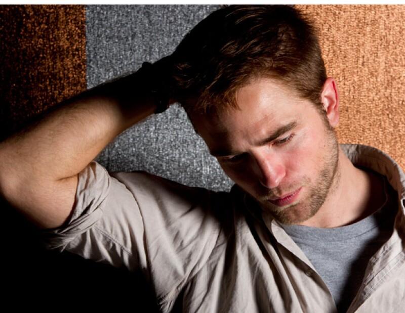 El actor de 26 años, hizo sus maletas y abandonó la casa de Los Ángeles que compartía con la joven actriz.