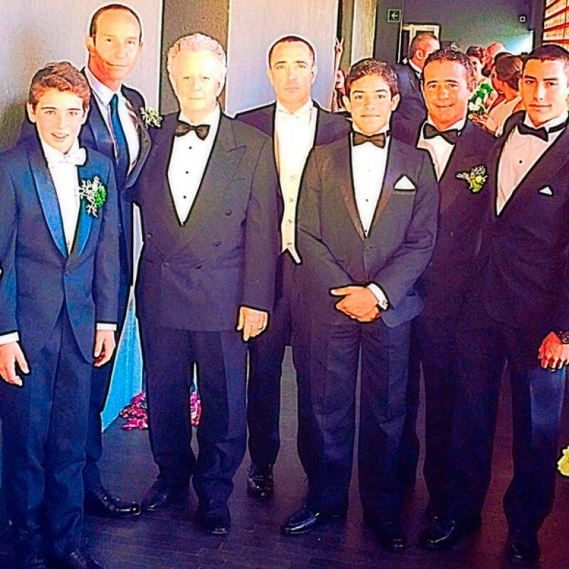 Los hombres de la familia Legarreta.