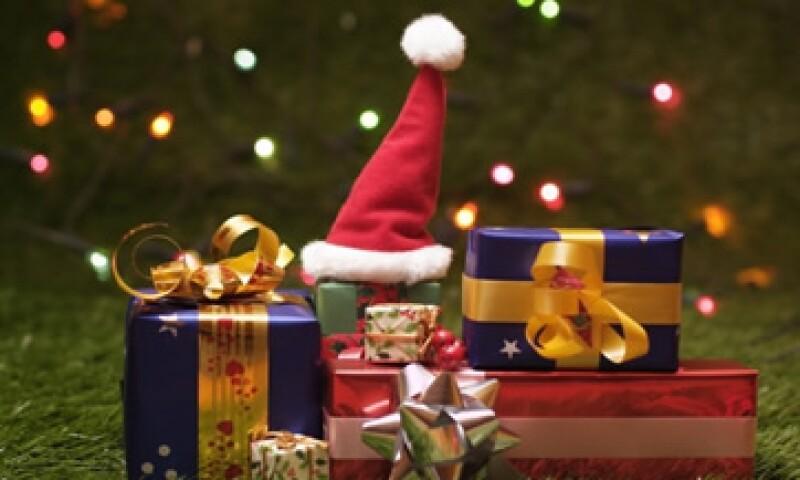 Un error común de las empresas, en la época navideña, es imponer la dinámica del intercambio de regalos. (Foto: Getty Images)