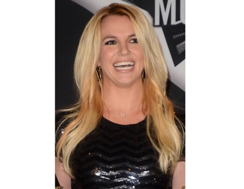 Britney utilizó Twitter para pedir ayuda en localizar al hombre que pidió su nuevo disco.