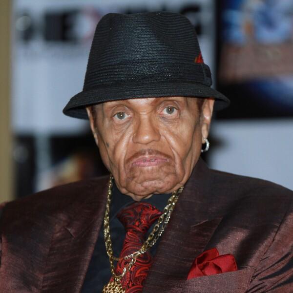 El padre del rey de pop murió a los 89 años de padecer diabetes por muchos años.