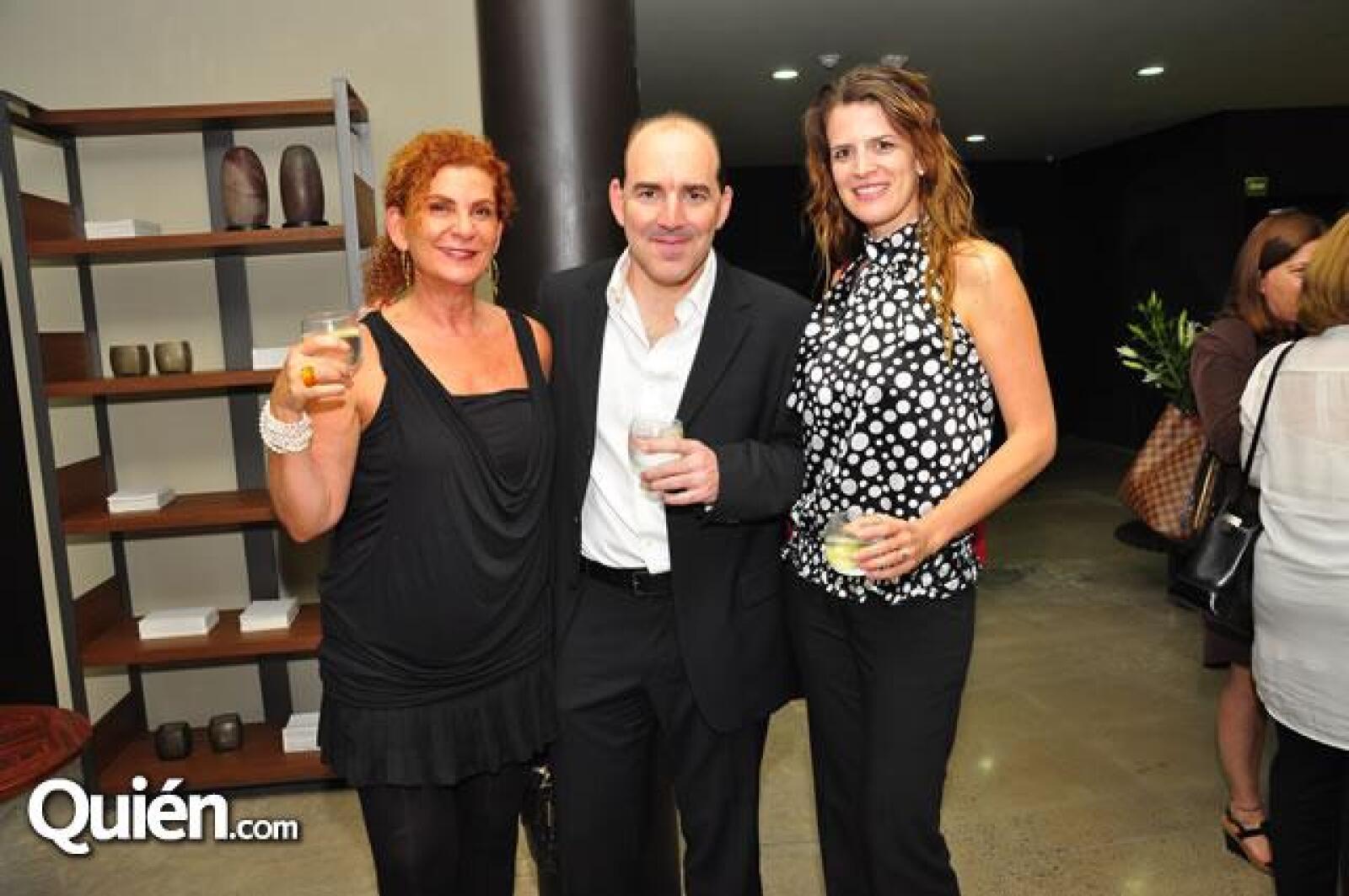 Marisol Tafich,Juan Ibarra,Sofía Van Hoorded.