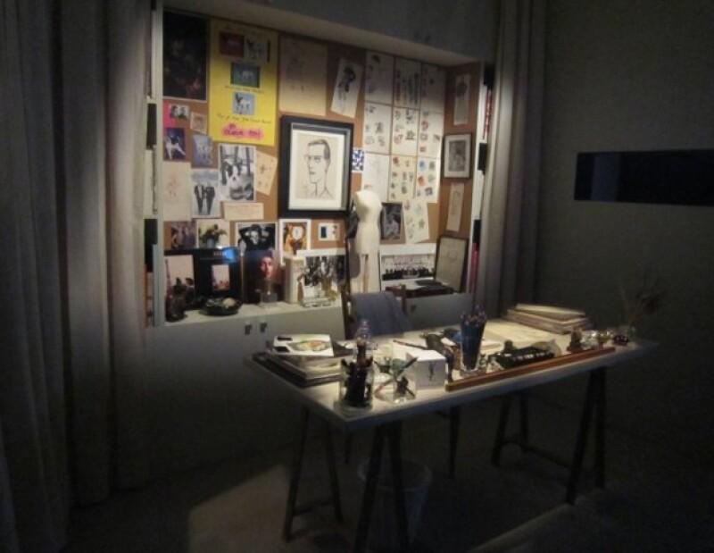 """Una rica retrospectiva del """"Petit prince de la mode"""" que incluye su obra e inspiración  se expone en la ciudad de Madrid hasta enero del 2012."""