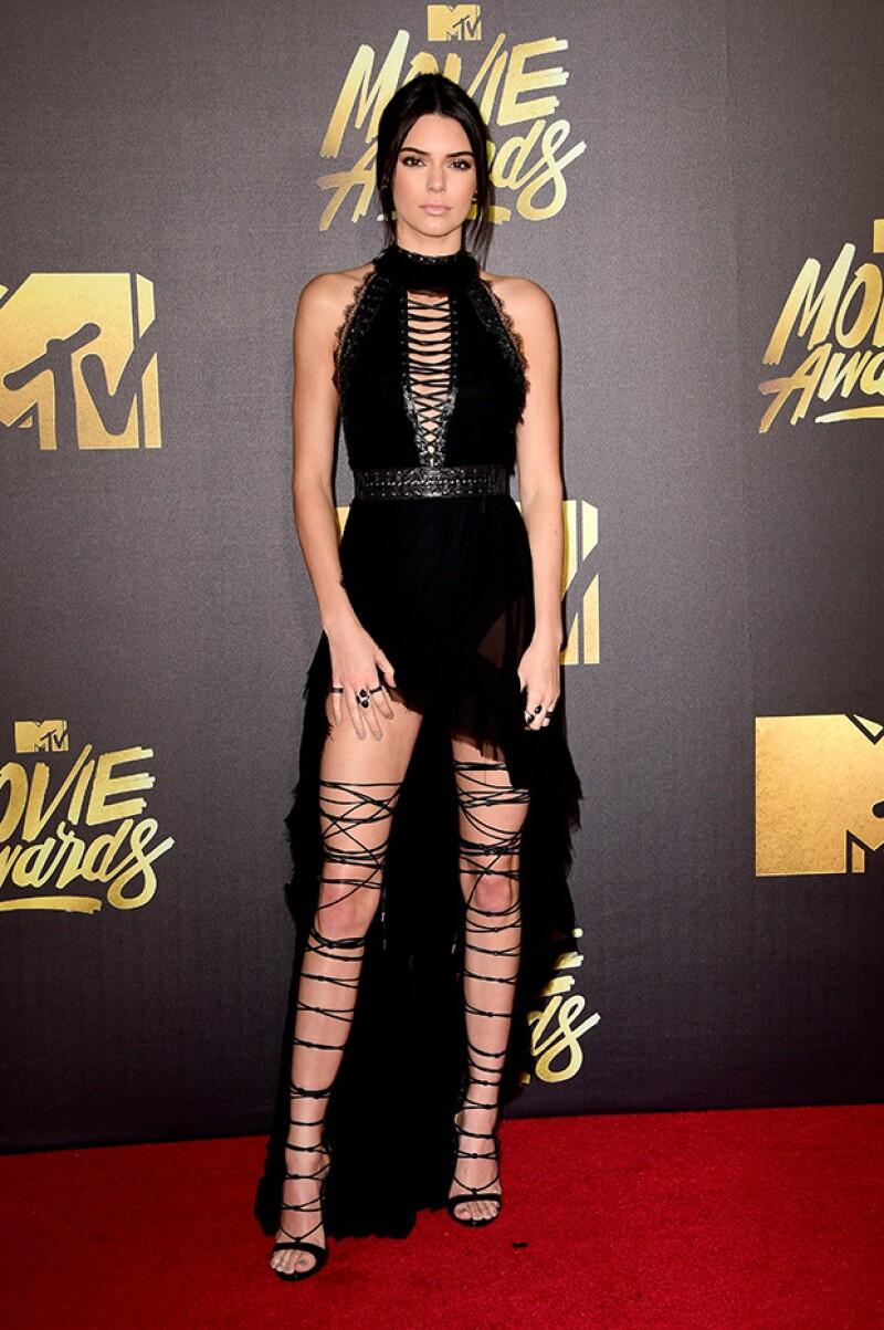 La que se llevó la atención de la noche fue Kendall en un vestido Kristian Aadnevik.