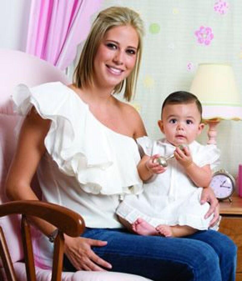 Denisse Buenrostro E Ivanna. Es su primer bebé. El papá es Héctor Caro.