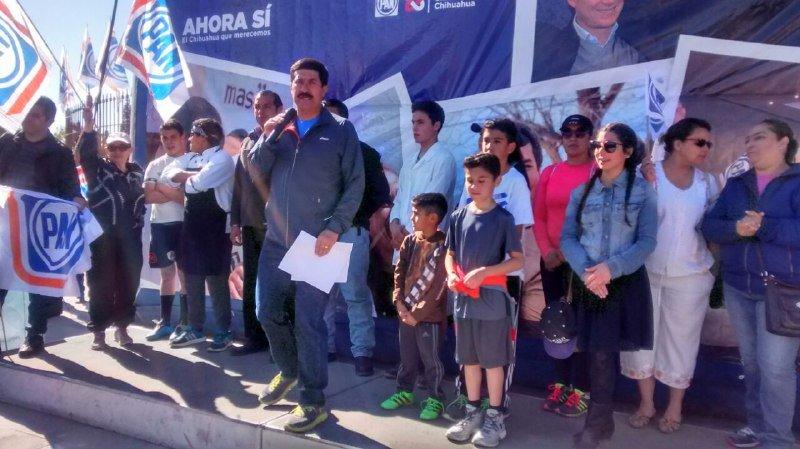 A los pies del Monumento a Juárez en la ciudad fronteriza, Javier Corral se comprometió a entregar los recursos que le corresponden a los habitantes de Ciudad Juárez.