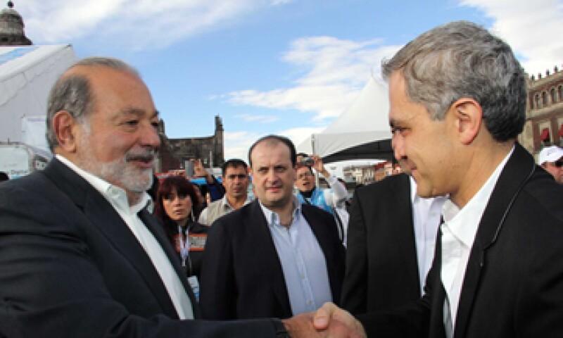 Carlos Slim y el Jefe de Gobierno del DF, Miguel Ángel Mancera, en la inauguración de la Aldea Digital 2013 este sábado. (Foto: Notimex)