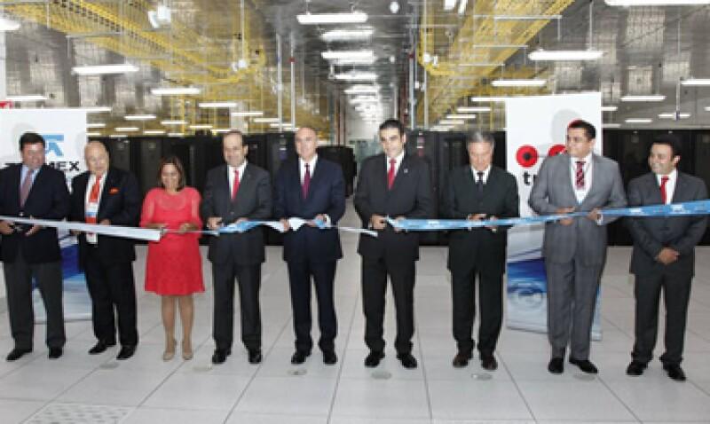 Autoridades estatales y de Telmex encabezaron la inauguración de las instalaciones. (Foto: Tomada del sitio http://blog.telmex.com/)