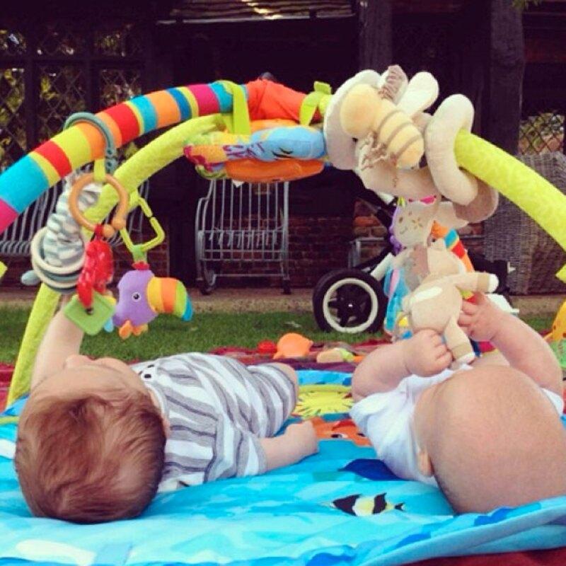 Tristan y Sasha están a dos meses de cumplir un año de edad.