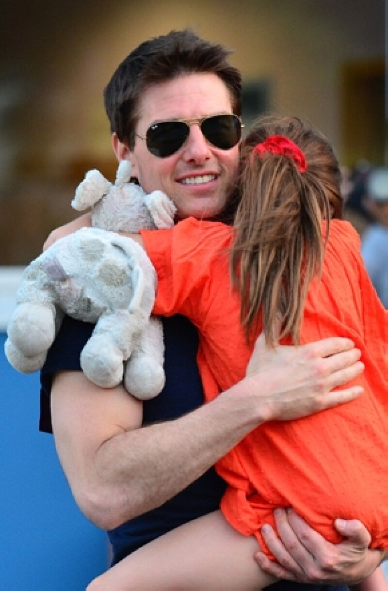 A pesar de su apretada agenda como actor, Tom siempre dedica tiempo a su hija, por lo que contrató un jet privado para llevar a su hija a Londres donde se encontraba filmando una película.