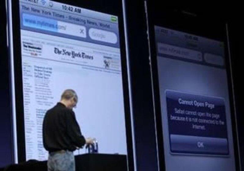 El iPhone 4 tuvo un problema para conectarse a la red a través de su Wi-Fi en su presentación. (Foto: Reuters)