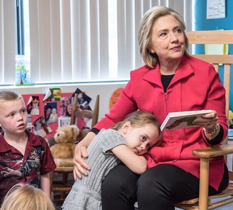 Hillary nos ha dejado impresionados con la cercanía que tiene con sus seguidores.