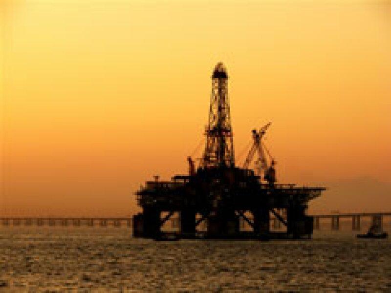 México no supo aprovechar su bonanza petrolera y se vio golpeado por la baja en el precio del crudo en 1981. (Foto: Archivo)