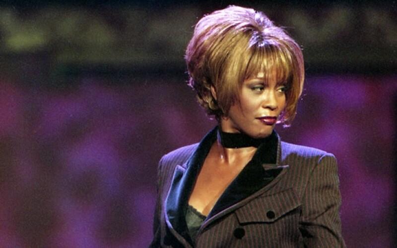 Whitney nació el 9 August de 1963.