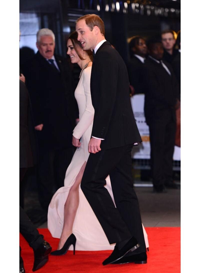La noticia de la muerte del líder coincidió con el estreno de la película que se hizo sobre su vida, evento donde se encontraban Kate y Guillermo. Entristecido, el Príncipe declaró al respecto.