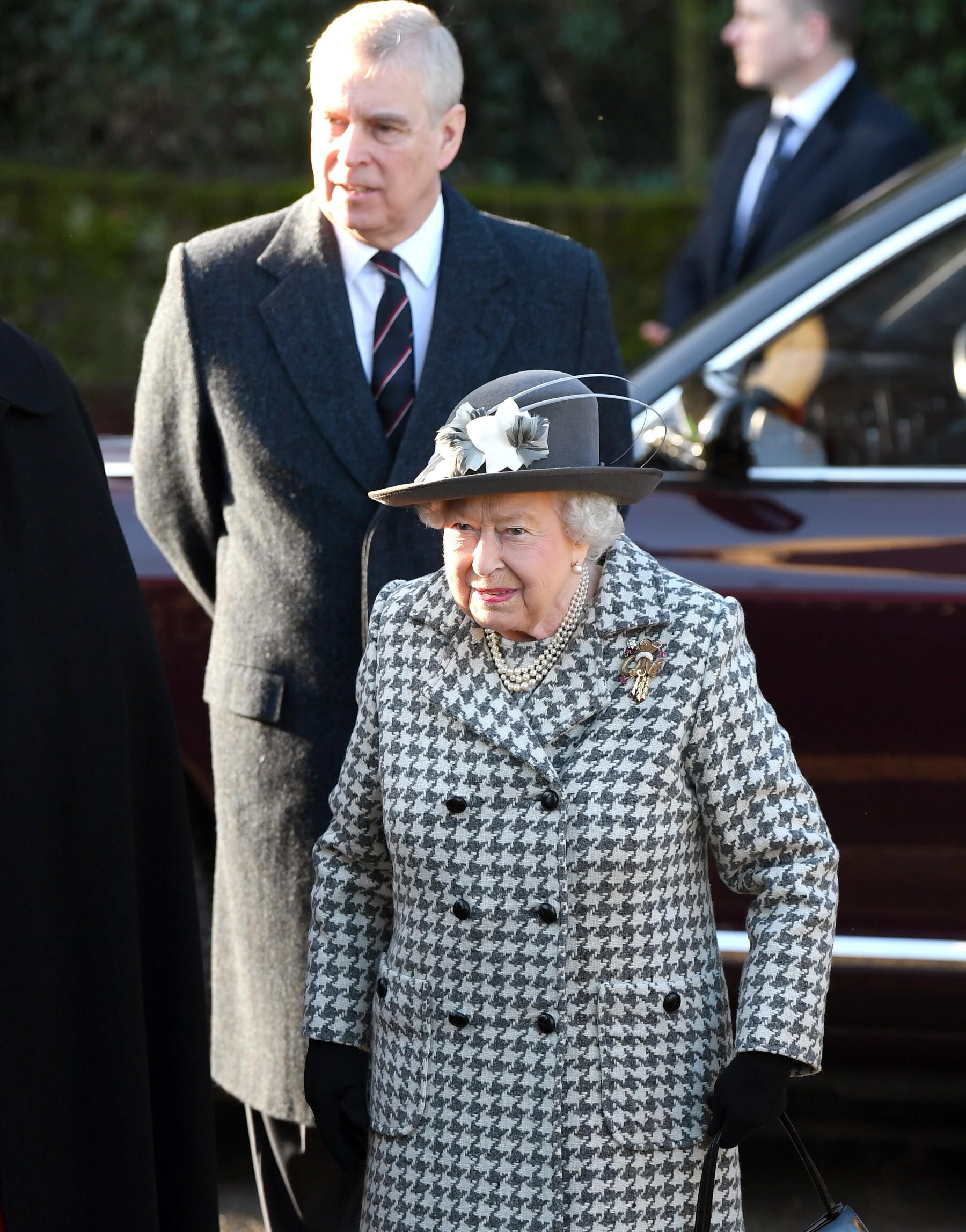 Reina Isabel II y el príncipe Andrés