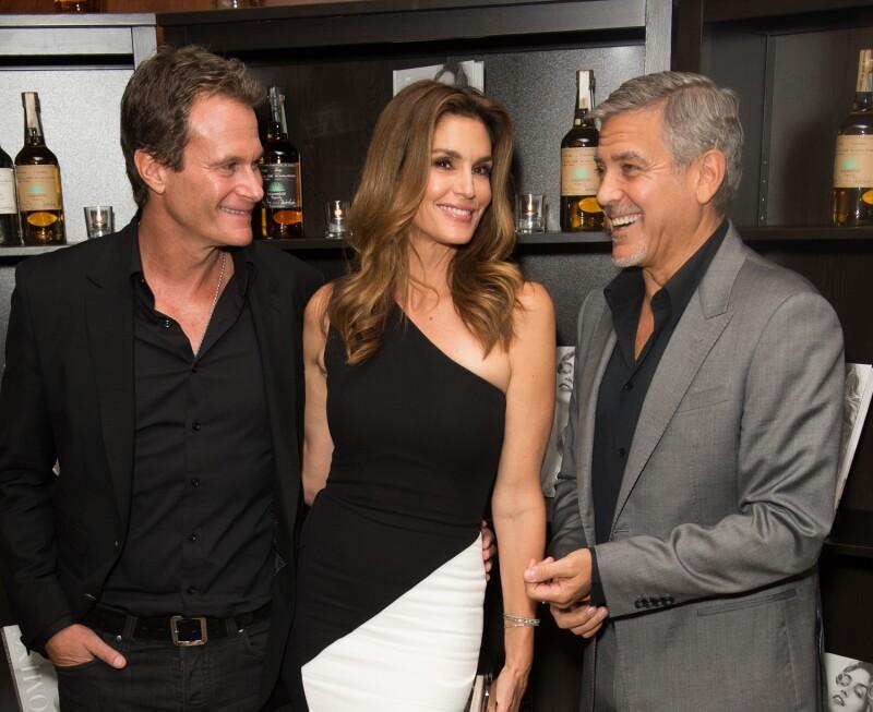 Rande Gerber y Cindy Crawford con George Clooney