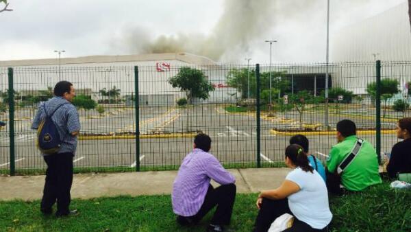 Incendio en plaza comercial de Villahermosa