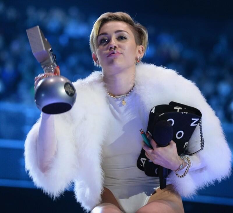 Miley Cyrus en su discurso de agradecimiento en los EMA