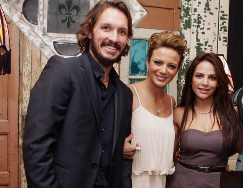 No podían faltar sus amigos como la actriz Fabiola Campomanes.