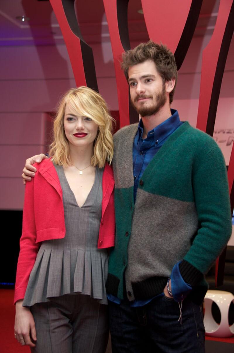 El día de hoy una publicación confirmó que la joven pareja de actores está en un 'break' de su relación a causa de sus ajetreadas agendas pero aún no se sabe si es definitivo.