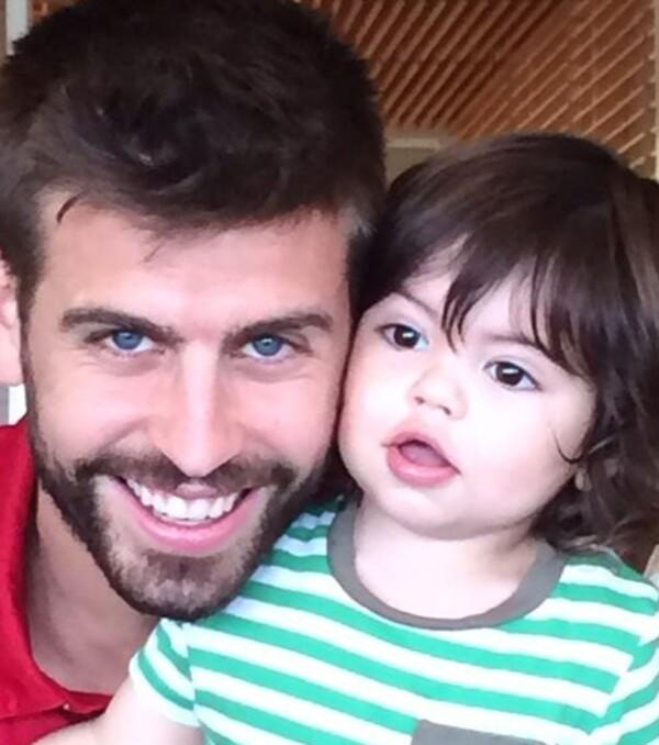 Gerard Piqué pasó el día del padre en concentración mundialista, por lo que Shakira no olvidó dejarle esta linda foto.