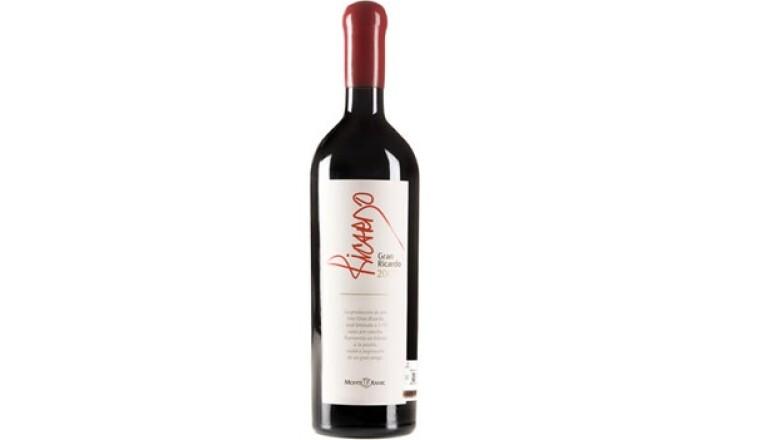 Gran Ricardo 2006, concentra aromas de frutas confitadas y cereza negra.