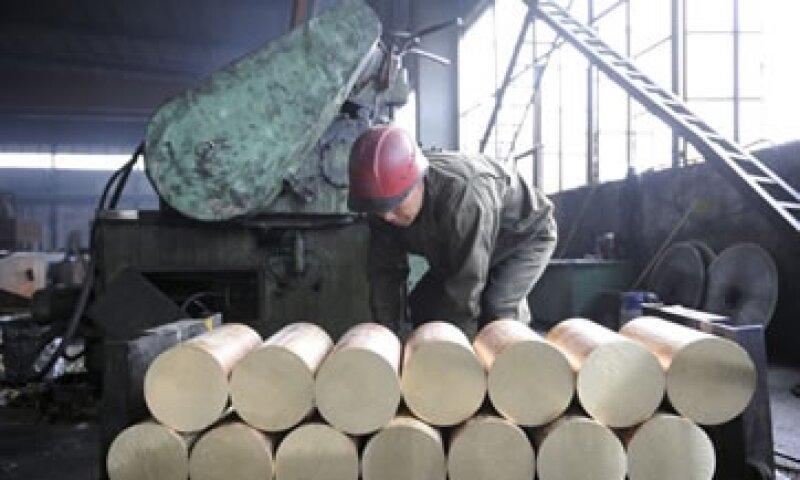 La cifra de manufactura apunta a que Beijing requerirá más acciones para apuntalar la economía. (Foto: AP)