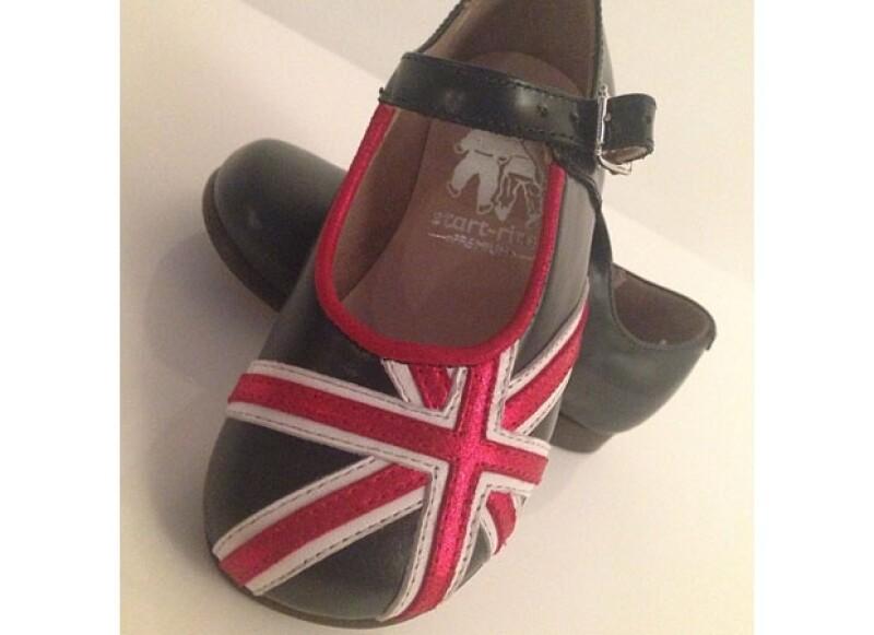Victoria compartió esta fotografía de un lindo par de zapatos que Harper Seven tendrá en su guardarropa.