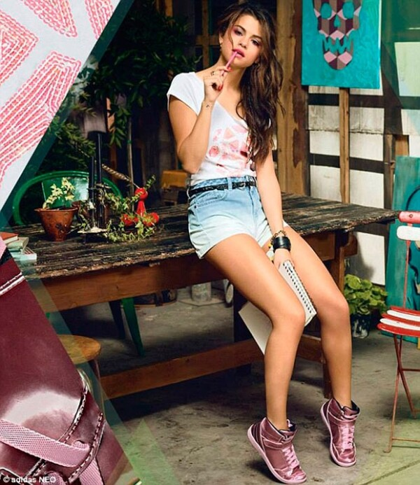 Selena lució un estilo urbano nada lejano a lo que estamos acostumbrados a ver en ella.