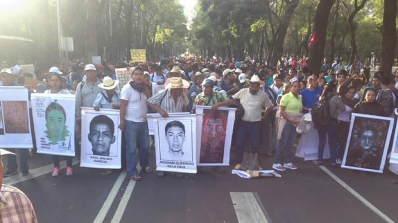 marcha padres ayotzinapa