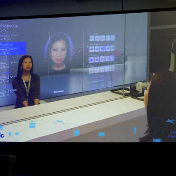 El espejo virtual de Panasonic permite al usuario verse con distintos estilos de maquillaje antes de ponerlos en su rostro.
