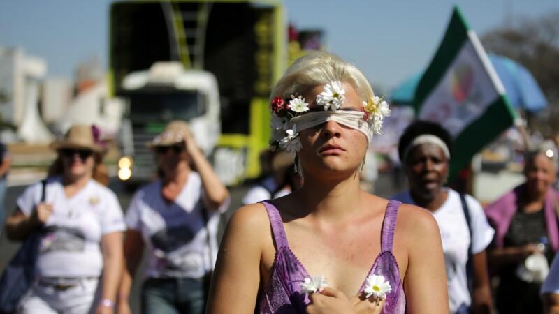 Miles de brasileñas se manifestaron en oposición a Jair Bolsonaro.  Marcha de las margaritas