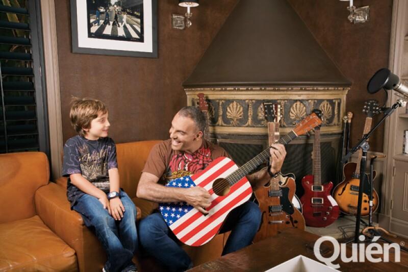 Dylan también posó para Quién® al lado de su papá.