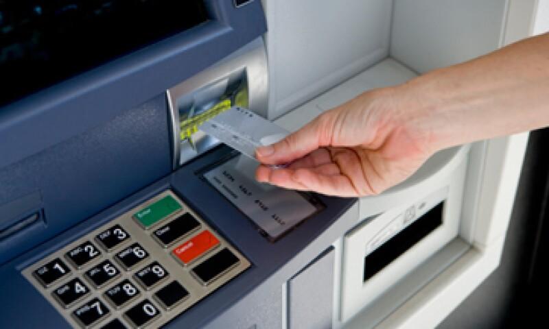 Sólo los bancos que están en centros comerciales, sí operarán el 4 de febrero en su horario habitual. (Foto: Getty Images)