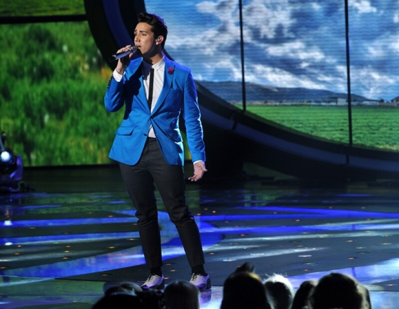 Lazaro Arbos usa un blazer a la Mad Men en American Idol