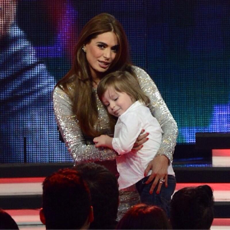 El pequeño de tres años cautivó miradas y corazones en la edición del domingo del programa Va Por Ti, el cual contó con la presencia especial de Thalía, quien no pudo evitar enternecerse con él.