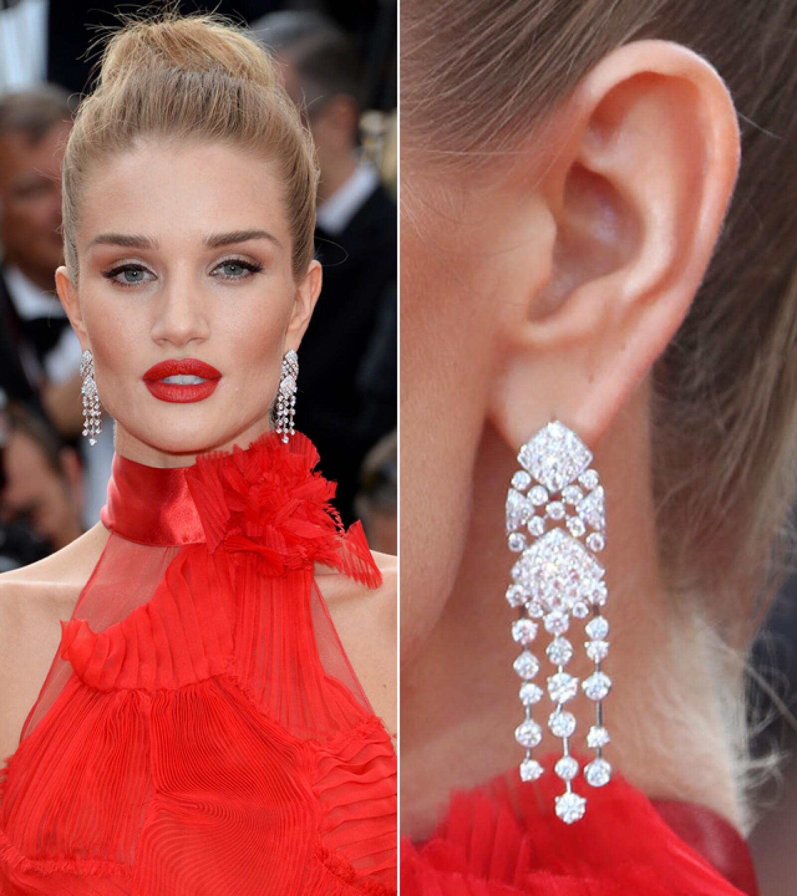 Rosie Huntington-Whitelely llevó joyería de Chanel a la premiere de `Unknown Girl´.
