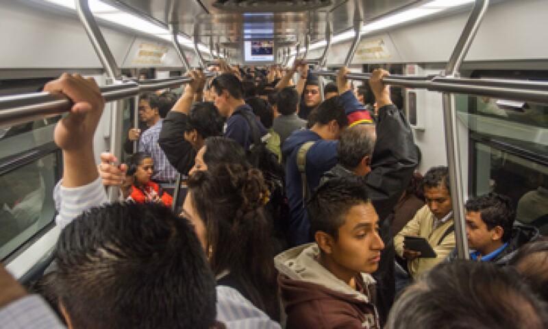 El cierre de 11 estaciones del metro propiciará un mayor ausentismo laboral e incluso renuncias. (Foto: Cuarto Oscuro)