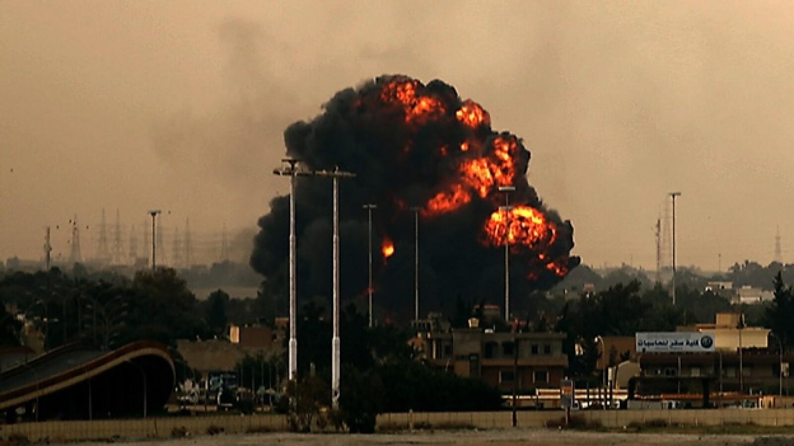 Momento 3: caída del avión rebelde en Benghazi, en Libia