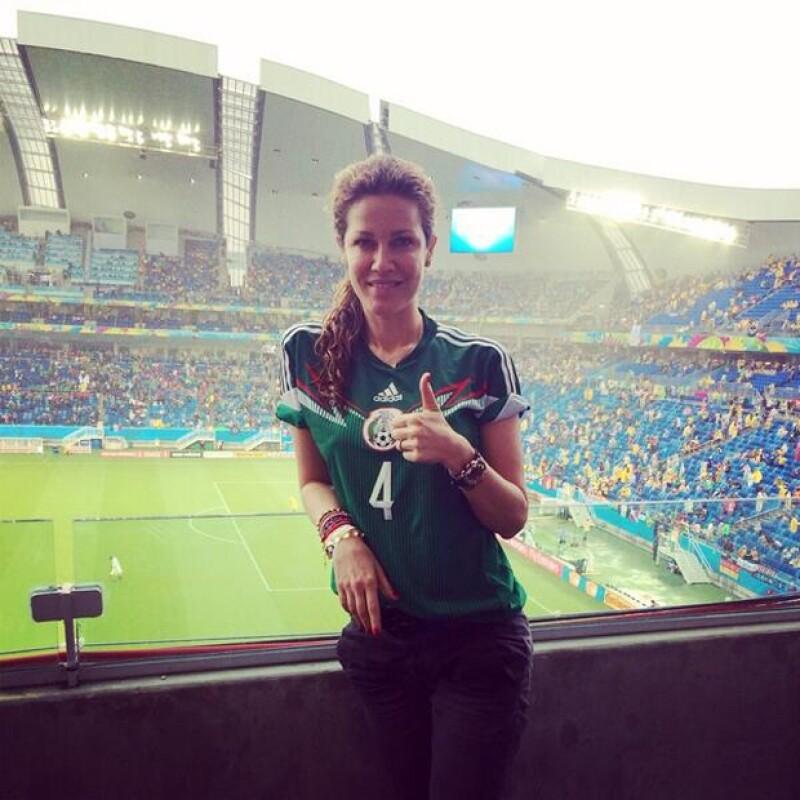 Jaydy Michel reportando desde el mismísimo estadio.