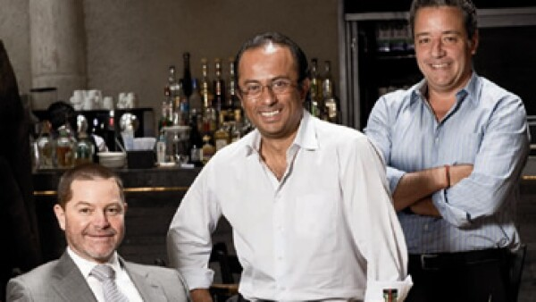 Hace dos años Alejandro Martínez, Tomás Vilchis y Pedro Quintanilla crearon el mezcal Mano Negra. (Foto: Marco Sotomayor y Gerardo Juárez)