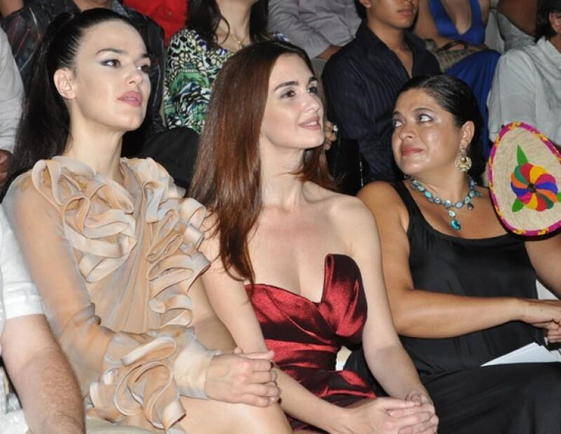 Paz Vega estuco acompañada en el evento por su hermana, Sara, quien lució un elegante vestido en tono claro y se mostró muy emocionada por el reconocimiento que el Festival de Cine le hizo a Paz.