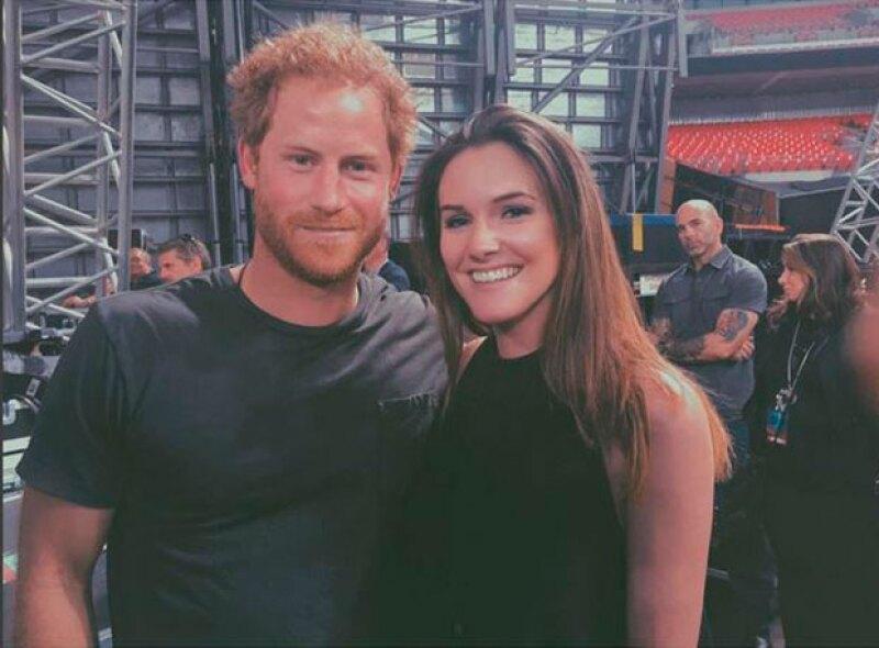 """Una joven británica despertó rumores de romance tras publicar una foto con le príncipe con la leyenda """"Mi nuevo novio""""."""