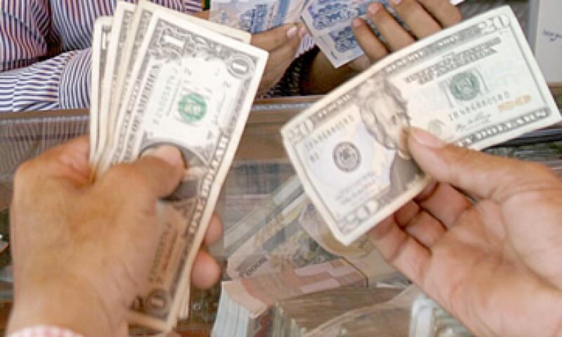 Banco Base estima que el dólar se oscile entre 12.75 y 12.82 pesos por dólar. (Foto: Getty Images)