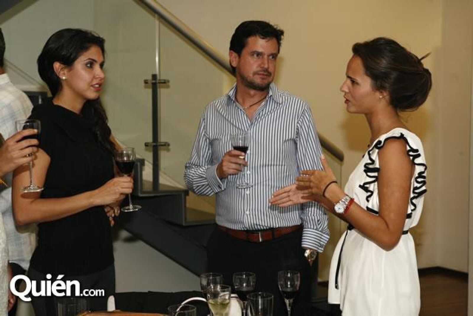 Paola Casale,Archi Marván,Bárbara Galindo