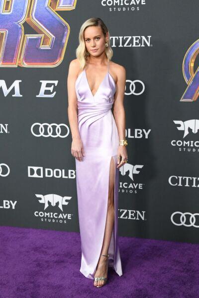 """Brie Larson en la Premiere de  """"Avengers: Endgame"""" en un vestido lila Céline"""